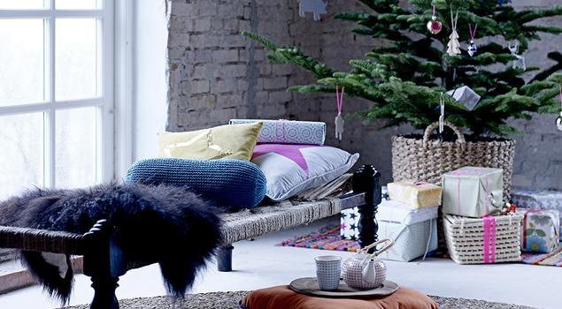 Choinka w stylu skandynawskim, świąteczne aranżacje salonu