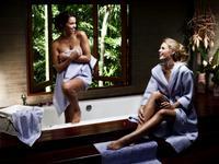 Ręczniki i inne dodatki do łazienki. Łazienka w stylu glamour
