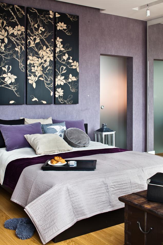 Fioletowa sypialnia w stylu romantycznym