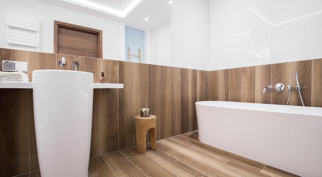 Jak urządzić łazienkę? Oryginalna terakota drewnopodobna